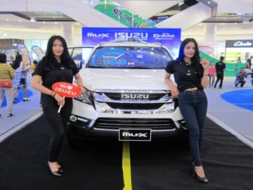 ISUZU Blue Power Display at AEON Mall in Aug 2016